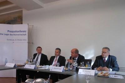 V. l.: Reinhard Schulz (IHK Dortmujd), Frank Wittig, Dr. Stefan Dietzfelbinger (beide Niederrheinische IHK) und Dr. Gerald Püchel (IHK Essen). Foto: Petra Grünendahl.
