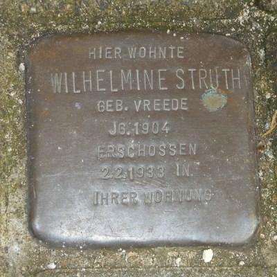Der Stein von Wilhelmine Struth befindet sich vor dem Haus Erlenstraße 127a. Foto: Petra Grünendahl.