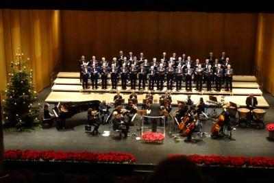 Weihnachtskonzert 2014 der Jubilaren-Vereinigung ThyssenKrupp mit dem ThyssenKrupp-Chor und der Duisburger Sinfonietta sowie der Pianistin Cécile Tallec. Foto: Petra Grünendahl.