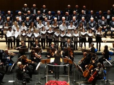 Weihnachtskonzert 2014 der Jubilaren-Vereinigung ThyssenKrupp mit dem ThyssenKrupp-Chor und der Duisburger Sinfonietta sowie dem Kinderchor der Deutschen Oper am Rhein. Foto: Petra Grünendahl.