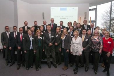 Gruppenbild der Teilnehmer mit Oberbürgermeister Link. Foto: Uwe Köppen, Stadt Duisburg.