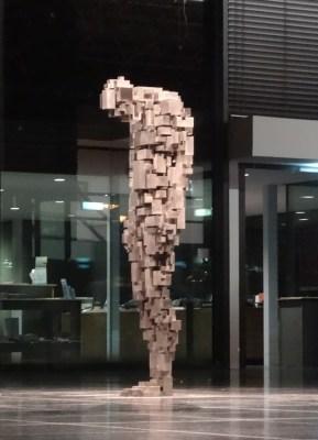 "Antony Gormleys Skulptur LOSS im Rahmen der Reihe ""Sculpture 21st"" im Lehmbruck Museum in Duisburg"