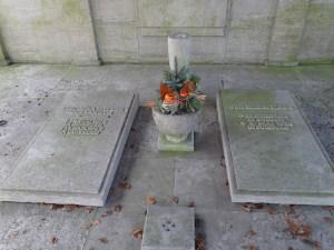 Gräber von Johann Wilhelm Welker (r.) und seiner Frau. Foto: Petra Grünendahl. März 2015.