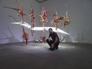 Jakub Nepraš: mit seiner Videoskulptur Landscape (2012). Foto: Petra Grünendahl.