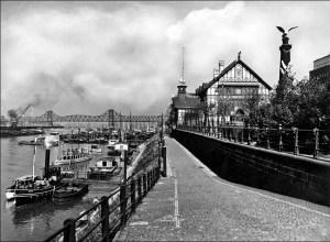 Hier wurden ab 1901 Frachtraten und Schlepplöhne ausgehandelt: die alte Schifferbörse in Ruhrort. Foto: Duisbureger Hafen AG.