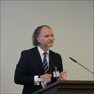 Lars Nennhaus, Manager Sustainability Affairs, stellte die Pläne der Duisburger Hafen AG vor. Foto: Petra Grünendahl.