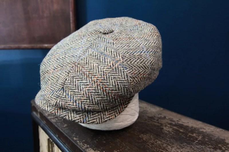 COMPOSITION Laine Harris Tweed Doublure Polyester 50%, Viscose 50% Longueur visière 6,5cm Montage 8 pans Fabriqué main Fabriqué en Allemagne