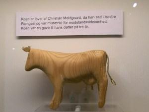 Ko lavet i Vestre fængsel, under 2. Verdenskrig. Befinder sig på Holbæk Museum!