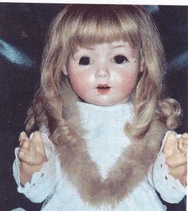 Grethe Rasmussens dukke med stjernemærket ! Dette ses under nærbilledet!