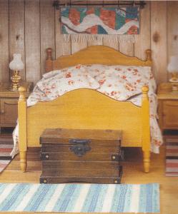 Fra brochuren: Facaden på det færdige hus, og et kig ind i Soveværelset!