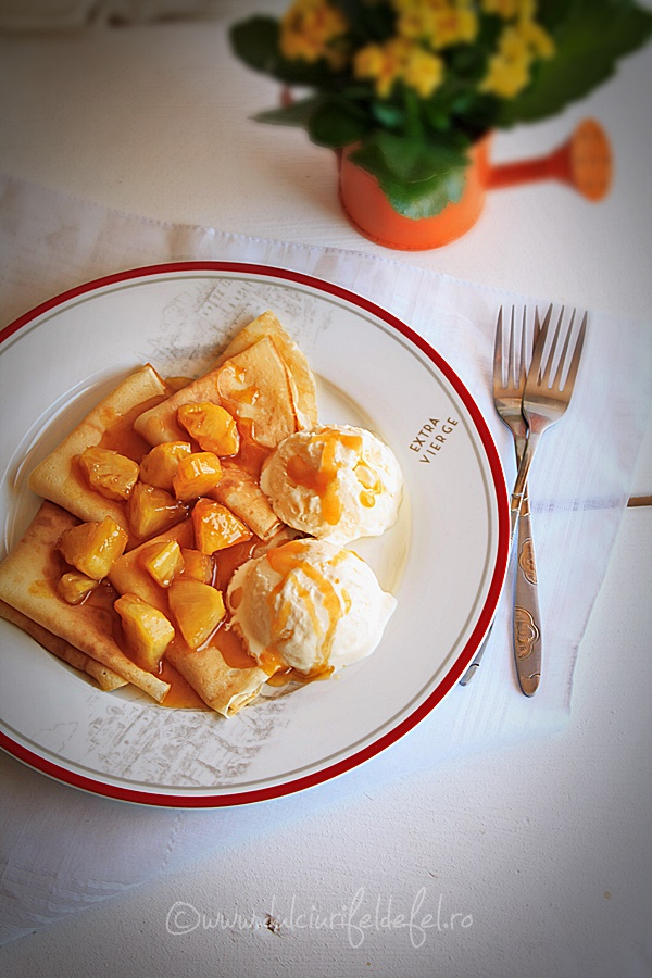 Clatite umplute cu ananas caramelizat