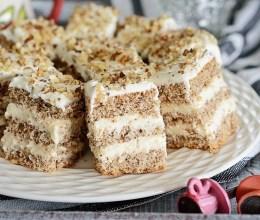 Prajitura cu crema de vanilie si nuca
