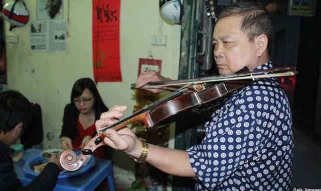 Quán ốc nóng phục vụ miễn phí đàn Violin