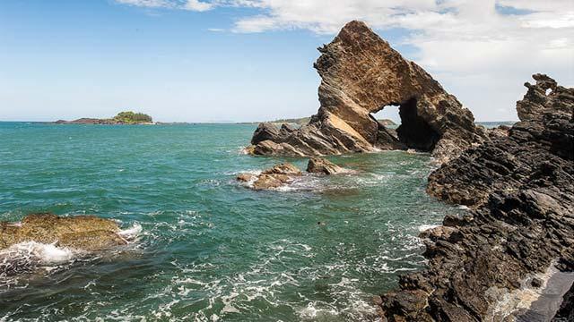 Gành đá Bàn Than trên đảo Tam Hải - Nơi ba mặt giáp biển của Quảng Nam