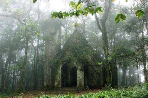 Nhà thờ cổ ở vườn quốc gia Ba Vì