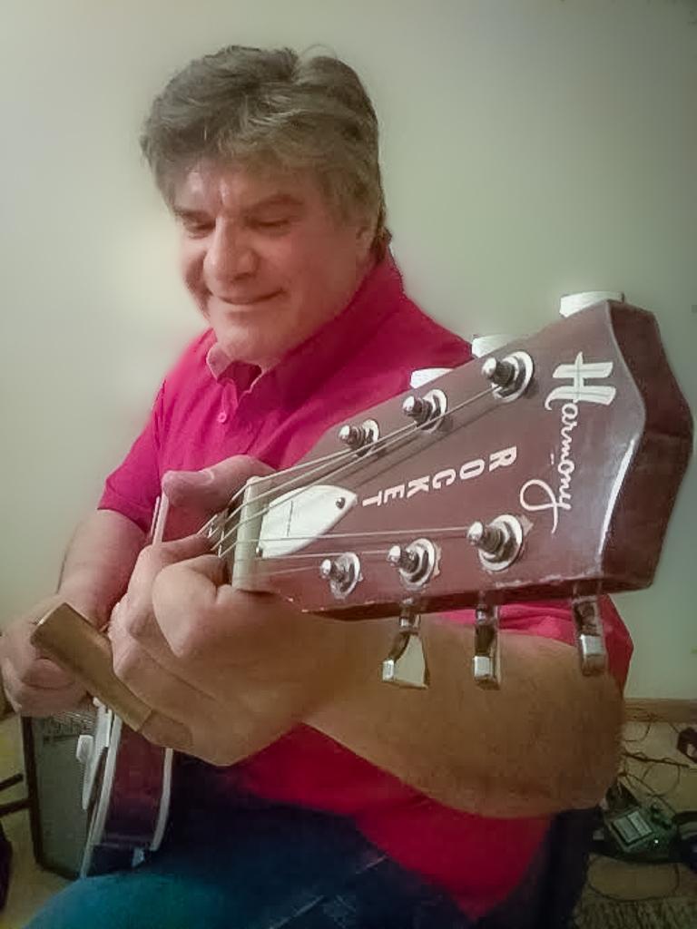Mel Sando Playing at the Duluth Folk School