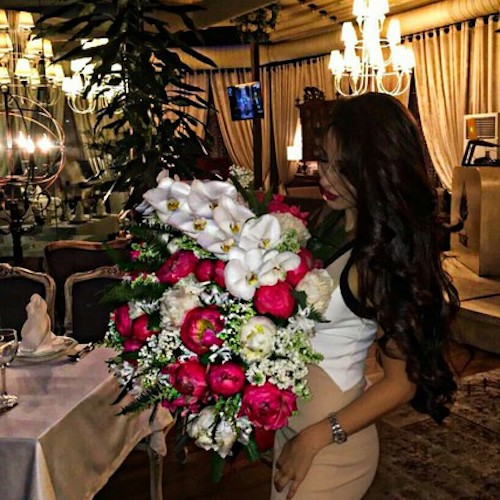 stylish-girl-with-bouquet