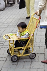 china-shanghai-chinese-baby-boy-in-a-traditional-bamboo-stroller-being-A67X6Y