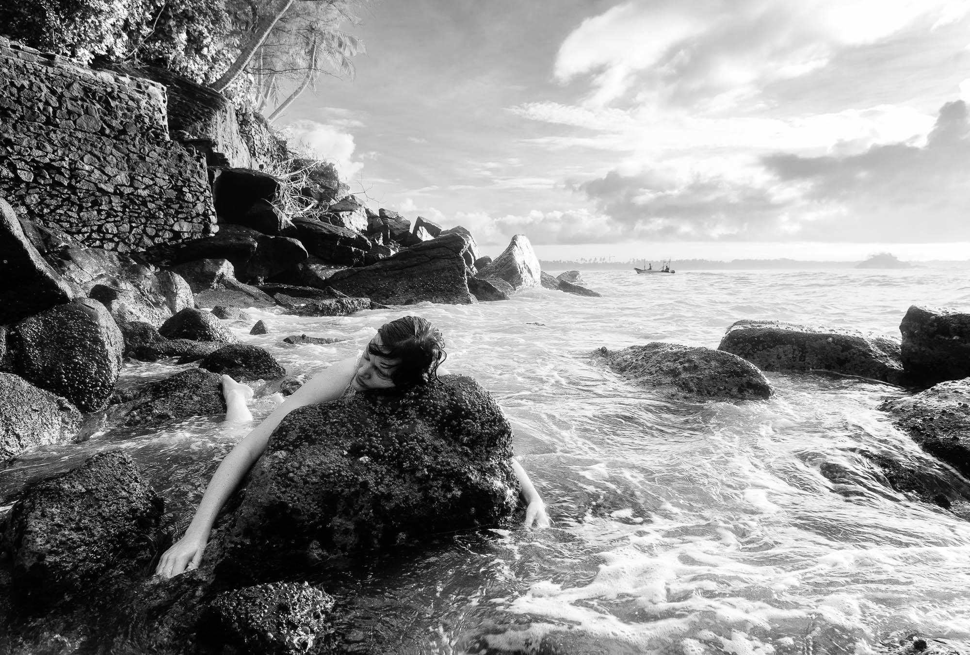 Dubai Photographer Duncan Chard- Dead on the rocks