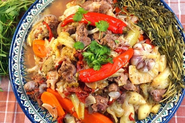 мясо и овощи, приготовленные в собственном соку
