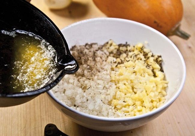 подготовка картофельной начинки для манты