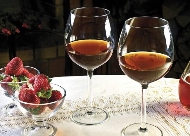 вино из клубники (садовой земляники)