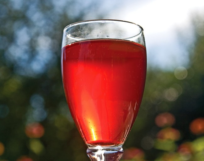 начало осветления вина из малины