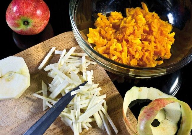 нарезка мякоти тыквы и яблок для начинки