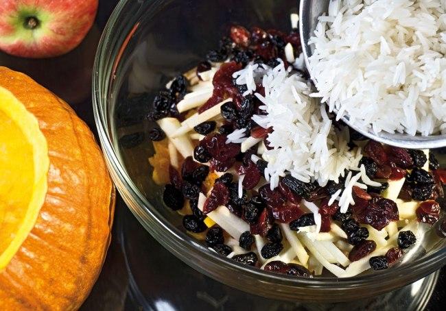 добавление риса к начинке