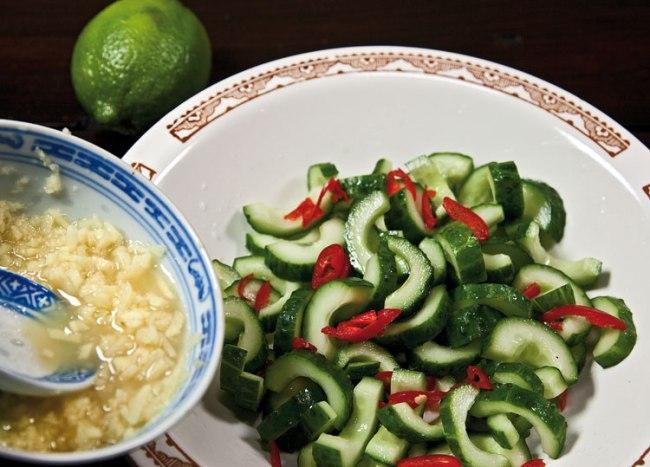 добавление имбиря в салат из огурцов