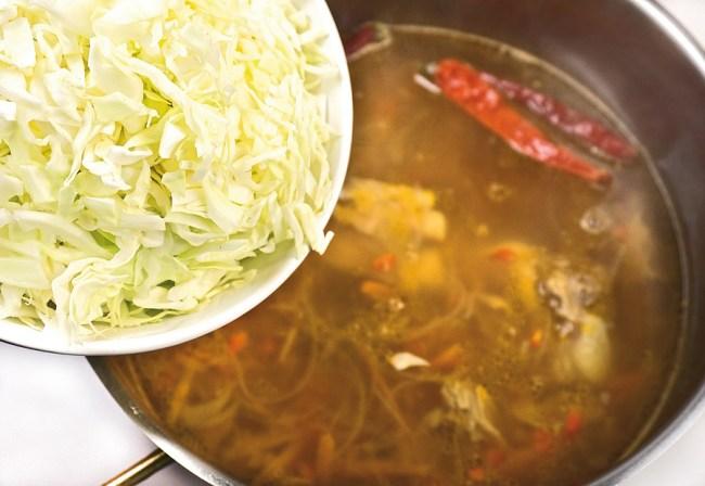 добавление капусты в деликатный опохмелочный борщ
