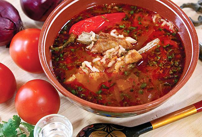 сервировка и подача супа-харчо