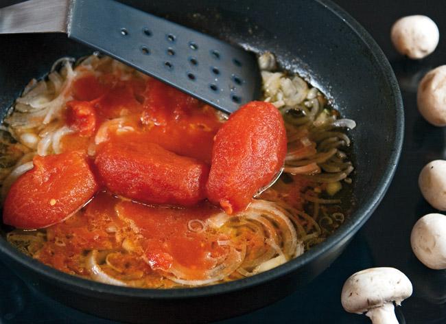 пассерование лука и томатов для сборной грибной солянки
