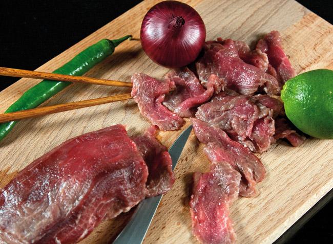 подготовка говяжьей вырезки для супа по-ханойски фо-бо