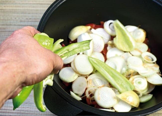укладка сладкого перца для бульона сборной овощной солянки
