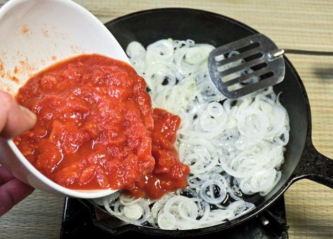 пассеровка лука и томатов для заправки сборной овощной солянки