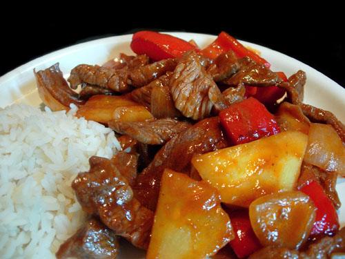 подача и сервировка мяса с ананасами