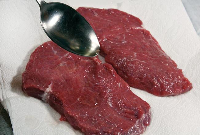 подготовка говяжьей мякоти для бифштекса без крови