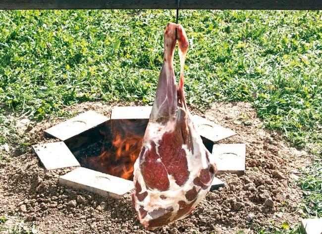 подготовка мяса для приготовления в тандыре