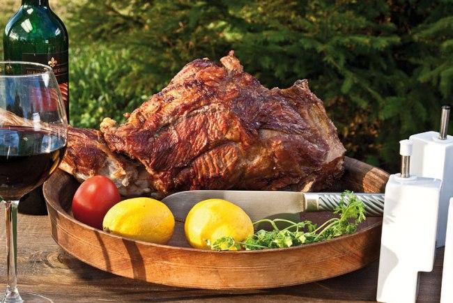 сервировка и подача мяса, приготовленного в тандыре