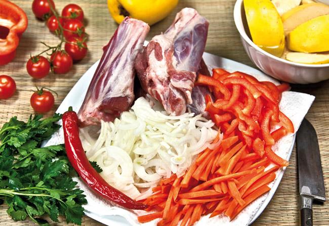 подготовка овощей для айвы с бараньими голенями