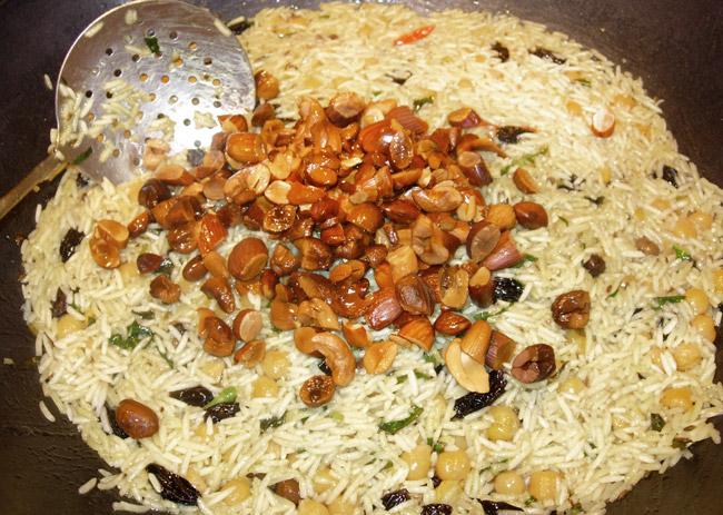 добавление орехов для ведического плова без мяса и овощей