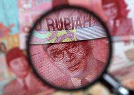 """<span itemprop=""""name"""">Data Kejatuhan Harga Komoditas Ekspor Indonesia dan Depresiasi Rupiah</span>"""