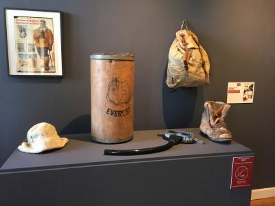 Accessoires d'époque des pionniers genevois à l'assaut de l'Everest