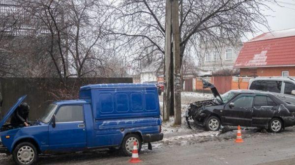 ДТП в Днепре: на проспекте Металлургов столкнулись два автомобиля