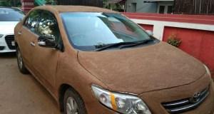 COROLLA-WITH-COW-DUNG بھارتی خاتون نے گاڑی کو ٹھنڈا رکھنے کا انوکھا حل ڈھونڈ لیا