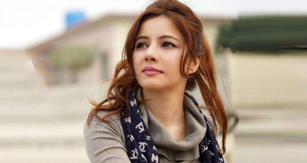 گلوکارہ رابی پیرزادہ کے وارنٹ گرفتاری جاری