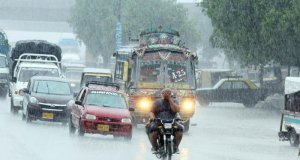 کراچی میں بارش، کرنٹ لگنے کے واقعات میں 3 افراد جاں بحق