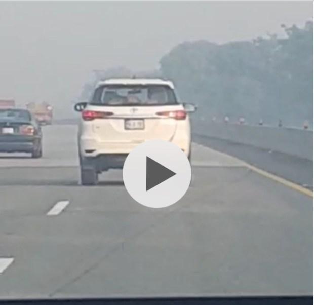 لاہور اسلام آباد موٹروے پر گاڑی میں نازیبا حرکات