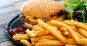 نمکین غذائیں بھوک میں اضافے اور پیاس میں کمی کا باعث بنتی ہیں